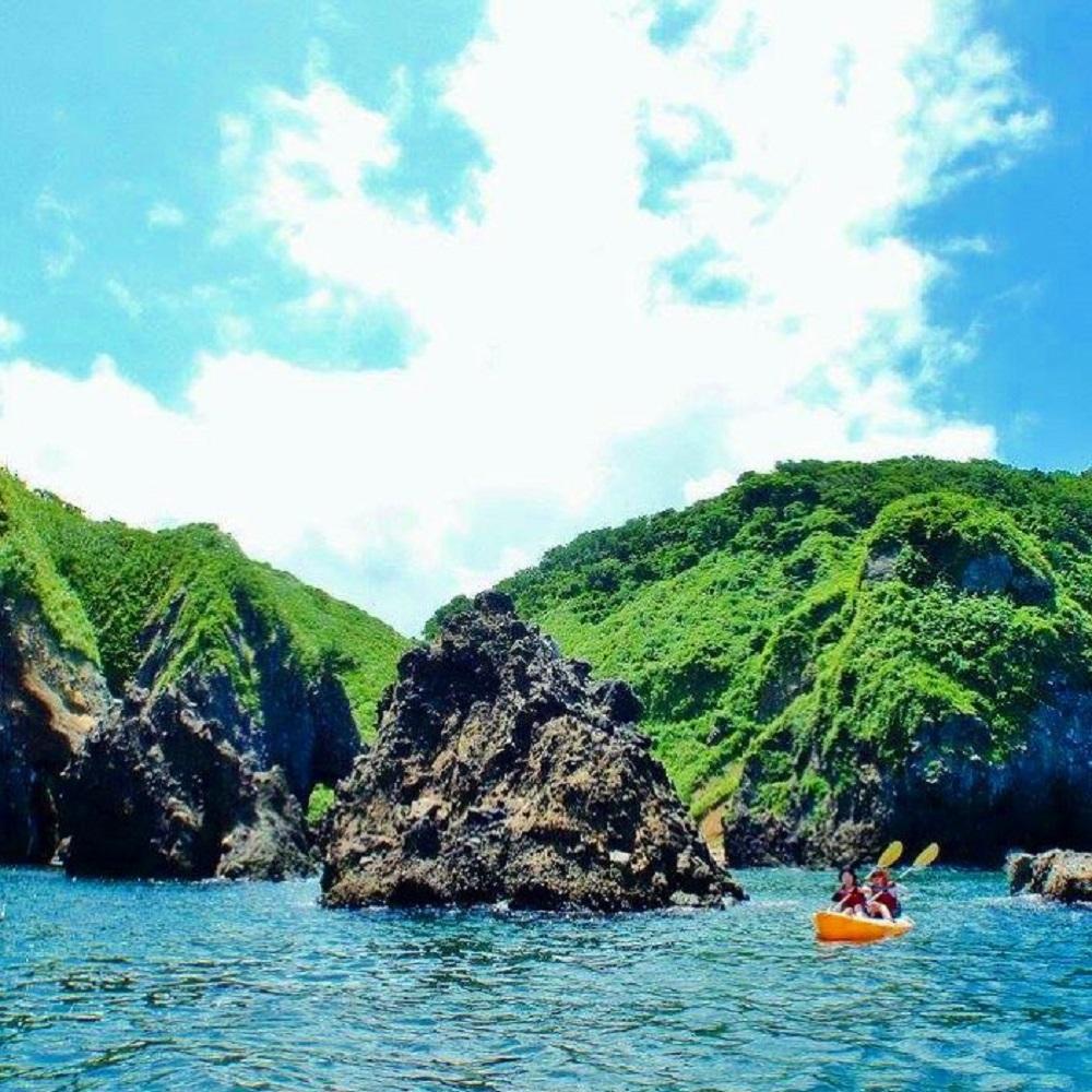 [Odakeya Ryokan]Sea kayaking at Fukuura Hakkei | [小竹屋旅館]福浦八景でシーカヤック